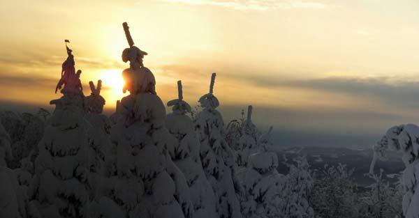 Panoráma pořízené těsně pod vrcholem Dlouhé (800m). Prosinec 2005.
