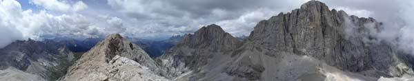 Slavná jižní stěna Marmolady a Gran Vernelu (3210m). Vyfoceno z Cime de Ombrettola (2983m). Červenec 2005.