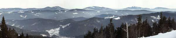 Rozhled z kasáren na Beskydy. Leden 2006.