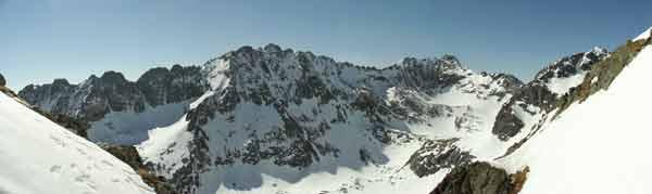 Mlýnická dolina při pohledu ze žlabu pod Satanem. Duben 2005.